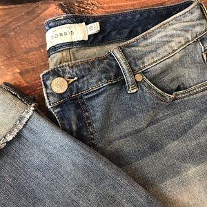 Torrid 'Boyfriend' Capri Jeans Inseam 25in Size 10